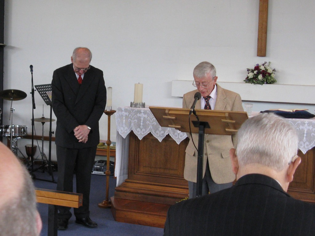 Peter Beardsmore gives the opening prayer