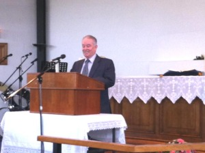 Mike Barlow gives the Sermon