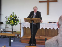David Silcox leads hymns in Watford 2015-06-13