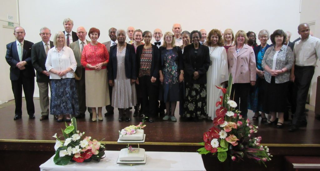 London's 60th-Early Member Denison House group photo with anniversary cake