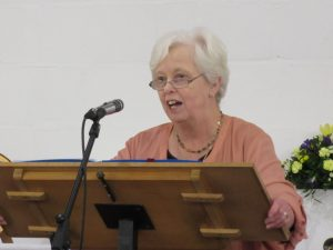 2016-11-15-sue-ann-leads-worship