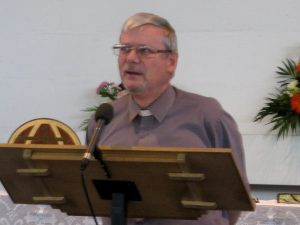 chris-cottee-giving-the-sermon
