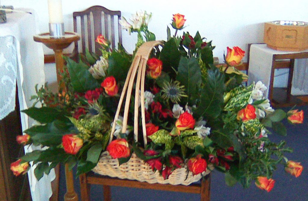 This image has an empty alt attribute; its file name is 2016-11-26-Flowers-in-Watford-right-basket-e1480506407111-1024x668.jpg